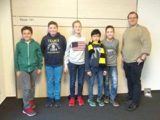 WKIV: 2. Platz und eine Runde weiter: Christian Medina, Hendrik Werhann, Chrstian Racky, Minh Ngo, Raphael Stach und Arne Schäfer