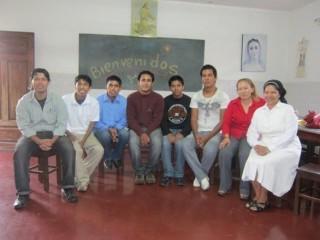 Diese jungen Leute, alles ehemalige Schüler des Colegios, werden und wurden bisher durch ein kleines Stipendium über Schwester Egidia unterstützt.