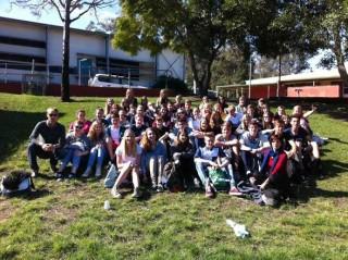 Unsere Austauschgruppe vor der Kenmore High School. Foto: Marc Pigan
