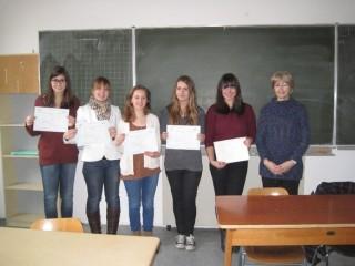 Erfolgreiche Absolventinnen des DELF-Diploms mit Mme Loheac Foto: Dr. Krämer