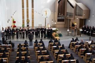 Lehrerchor der Engelsburg bei der Trauerfeier für Schwester Elisabeth